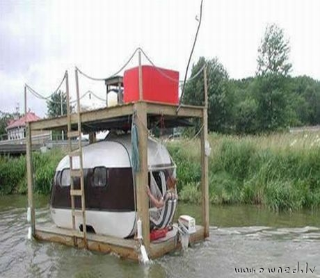 Boat or house ?